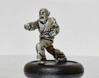 Modern Miniature - Punching Karate Dude - 28mm Unpainted - WF05