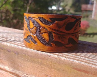 One of a kind woodland Hand carved oak leaf and acorn wide leather cuff style bracelet wristband tan and black