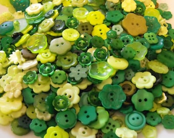 25 Green Flower Buttons - Grab Bag