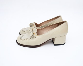 Vintage heeled creamy white leather oxford shoes with bow