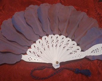 """Fan """"Mock ivory"""" with changeable red/blue leaves"""
