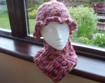 Strawberry Fields. Matching Cloche and Neckwarmer. Felted look.