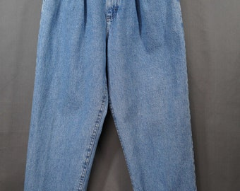 Vintage Lee High Waisted Washed Denim Mom Jeans Pleated Size 10P No Back Pockets