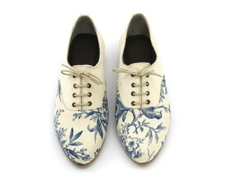 Handmade women's Oxford shoes. Cream and floral print Flat shoes. VEGAN or leather versions // FREE SHIPPING
