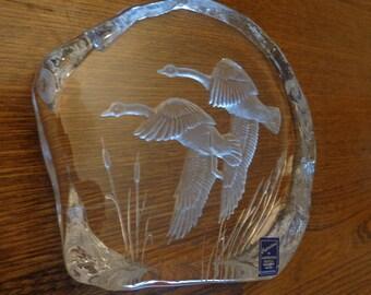 Dartington Crystal Paperweight, Sculpture: Geese in Flight