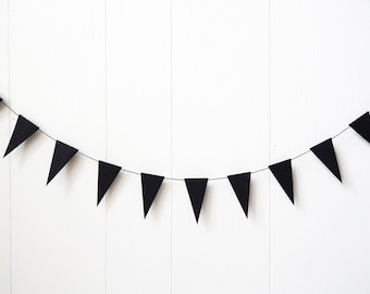 Black Mini Bunting / Black Triangle Flag Garland / Nusery Decor / Photo Prop / Party Decor / Bunting / Halloween / Holiday Decor