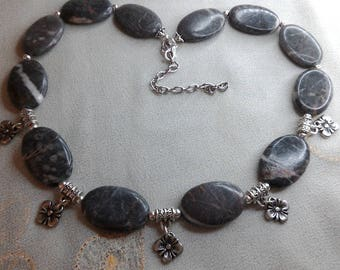 Stone necklace Jasper veined gray and flower