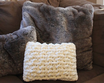 """HANDMADE Chic Chunky Knit 12 x 16"""" Pillow Cover"""