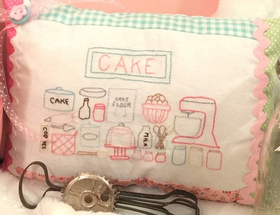 "Cake Baking - Embroidery and Pillow Pattern (7"" x 10"") Baking Series #1"