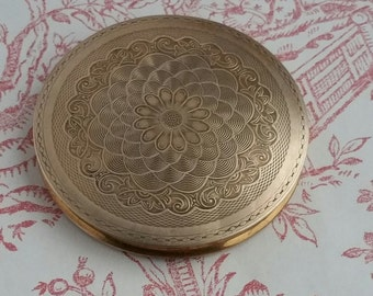 Stunning Vintage 1940s Brass Powder Compact, with Etched Lid & Engine Turned Base, Large Flapjack Compact