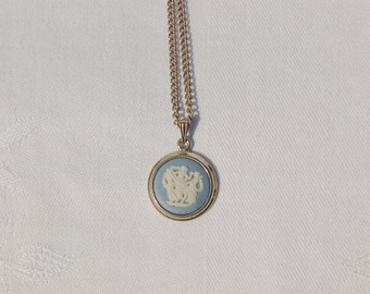 Fantastic Vintage Wedgewood Pendant Necklace.