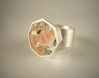 Ring der Kollektion RUM BLOSSOM mit pink Opal als Rose