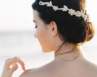 Vigne de cheveux de mariée. Coiffe de mariée. Bandeau de mariée perles {Lynne}