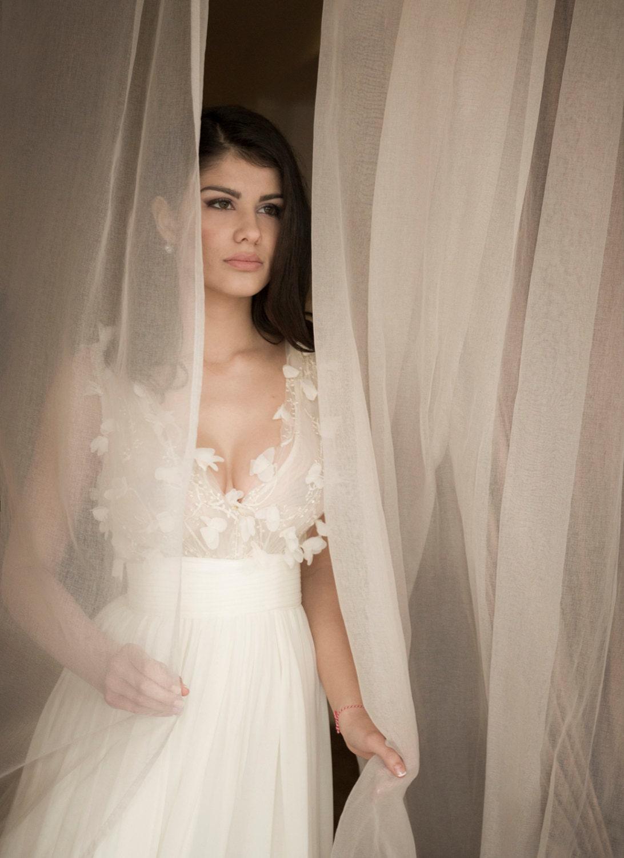 Schlichtes Brautkleid in Off-White Floral Brautkleid aus