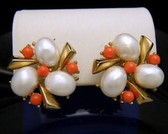 Crown Trifari 1959 Southampton Earrings Coral Lucite Beads Pearlized Cabochons