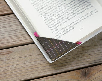 2 corner bookmarks - Stitches