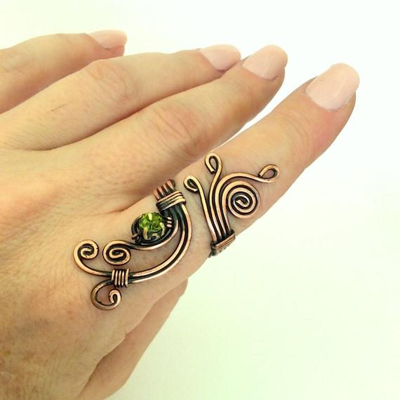 Kupferdraht mit grünen Kristall-Stein-Ring-Draht gewickelt