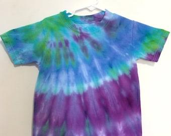 Kids 4T snow dye tie dye top, shades of purple blue and green. HA806