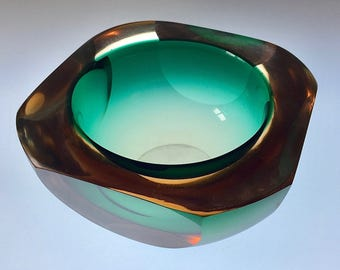 Excellent Retro Mid-Century Faceted Glass Bowl