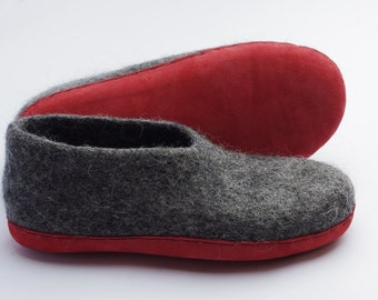 Felt wool clogs slippers from natural dark gray wool