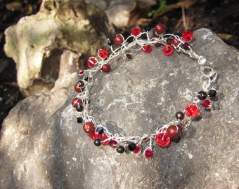Twisted wire bracelet - Red Berries