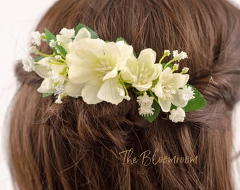 White flower comb, Hair accessories, Flower hair comb, Floral headpiece, Wedding comb, Gift for daughter, Bridal hair comb, Pretty comb, Ann