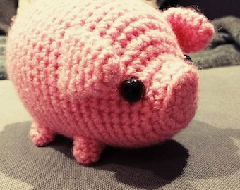 Adorable mini crocheted pig - amigurumi  (just 9cm tall...)
