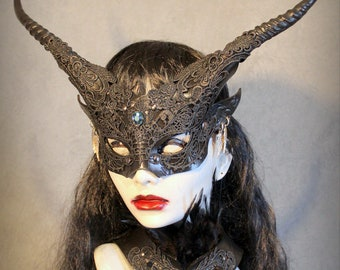 Goblin Witch mask & feathered collar