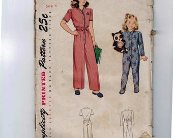 1940s Vintage Sewing Pattern Simplicity 2199 Childs One Piece Pajamas Footed Footie Size 4 Breast 23 1940s