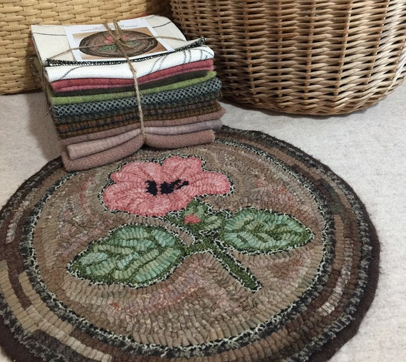 "Primtive Rug Hooking Kit for ""Hibiscus Chair Pad"" K107"