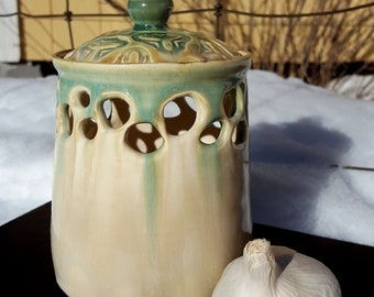 Stoneware Garlic Keeper with Ventilation Holes in Cream and Turquoise Green