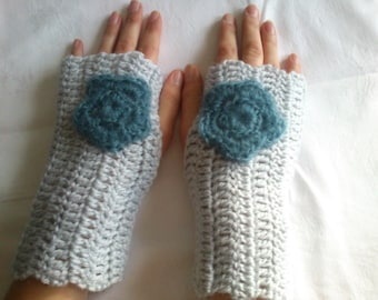 Gray fingerless gloves crocheted with acrylic yarn, mothers