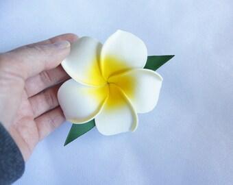 On Sale!  With Leaves!!! White Hawaiian Plumeria Frangipani Flower Hair Clip, Tropical Wedding, Beach wedding, Bridal Hair clip