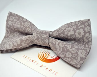 Handmade bow tie for men made up of silk fabric