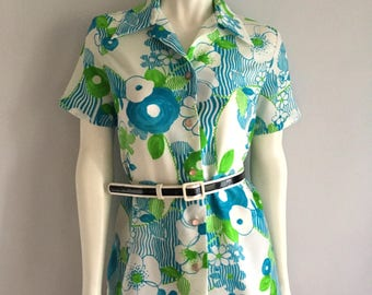 Vintage Women's 70's Floral Blouse, White, Polyester, Short Sleeve by Lanie J (M)