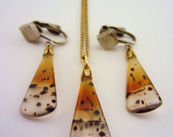 Vintage speckled necklace, earring set. Amber, clear stones splattered black. Clip on earrings. Long necklace. Vintage gift set.