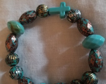 Turquoise bracelet with Cross in the center