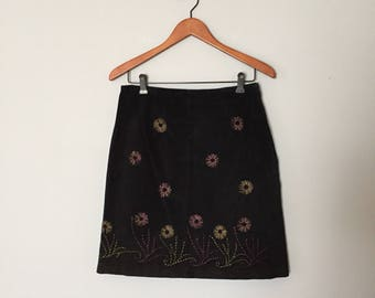 suede embroidered mini skirt / 90s black suede skirt with embroidery / S / M