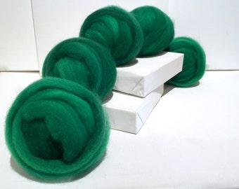 Emerald Green Wool Roving, Needle Felting, Spinning Fiber, Christmas green, dark kelly green roving, Saori weaving, malachite