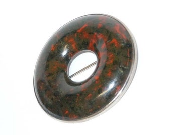 Scottish Highland Agate Silver Circle Brooch Mottled Burgundy over Black