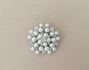 Rhinestone Pearl Brooch.Crystal Pearl Brooch.Bridal.wedding sash Brooch.Vintage Style.Classic Style.Silver pearl brooch.Pin.Round.Bride