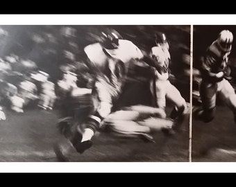 Windy Express - Chicago Bears Gale Sayers Running Back King.  'Brians Song' story.  Great ACTION shots bw photos 1967. 3 pps.  V-Lions