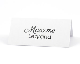 Personalized place card in the shape of easel for wedding table
