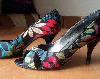 Vintage Multi-colored Open Toe  Textile Pumps  Size 5 Shoes/Heels