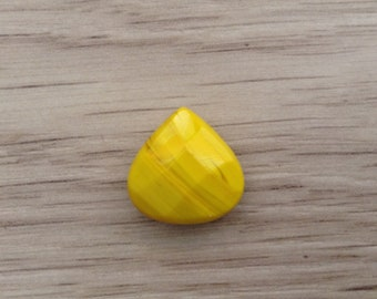Drop 17 mm yellow Czech glass