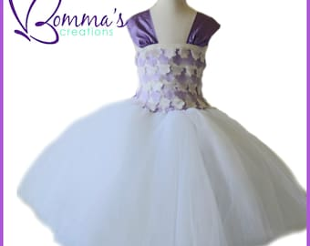 Flowered tulle dress that is perfect for a flower girl in a wedding for that special occasion, or just to make her feel like a princess!