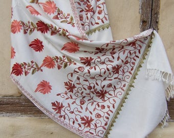 "Fine Wool  Luxurious shawl/stole. Pure  wool. Ivory, Red. Kashmir. 80 x 30"" 203 x 78 cm"