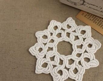 2pcs 10.5cmx10.5cm (natural unbleached) cotton lace floral appliques (S571)