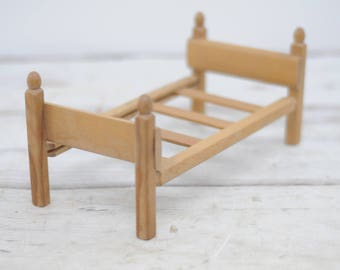 "Strombecker Vintage Wood Bed 1950 Fits 8"" Madame Alexander Ginny Doll Furniture"