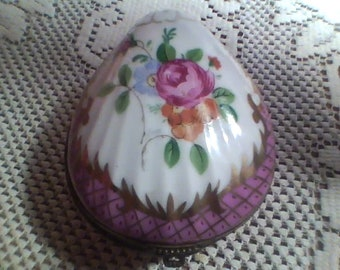 Porcelain Clam Shell trinket box